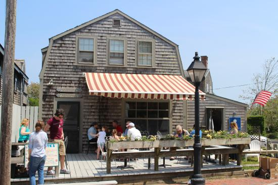 Nantucket, MA - Sandwich Maker, Counter - $15.00/h + tips