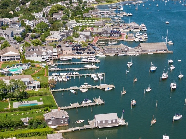 Martha's Vineyard, MA - Groundskeeper - $16.50/h + free housing