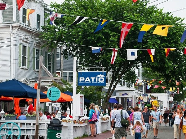 Provincetown, MA - Busser - $8.00/h + tips